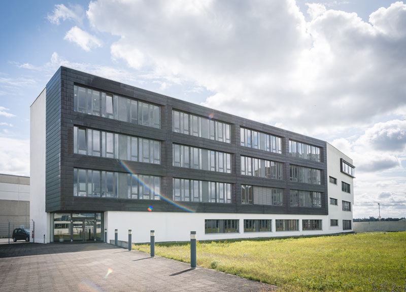 DCC-Gebäude in Ketsch - Rückansicht / Seiteneingang
